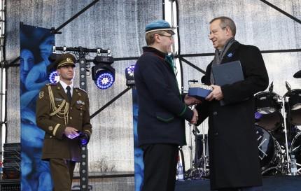 President Ilves annab ERMile üle Eesti Minutile laekunud 7617 fotot. Foto: Margus Ansu, Tartu Postimees