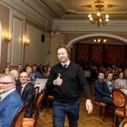 """2015. aasta parima pressifoto auhinna võitis Andras Kralla (Äripäev) fotoga """"Okasroosipõõsas""""."""